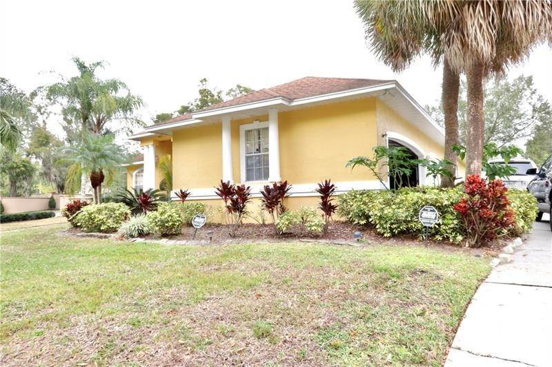 7. Single Family Homes for Sale at 1101 ZACHARY WAY Orlando, Florida 32835 United States
