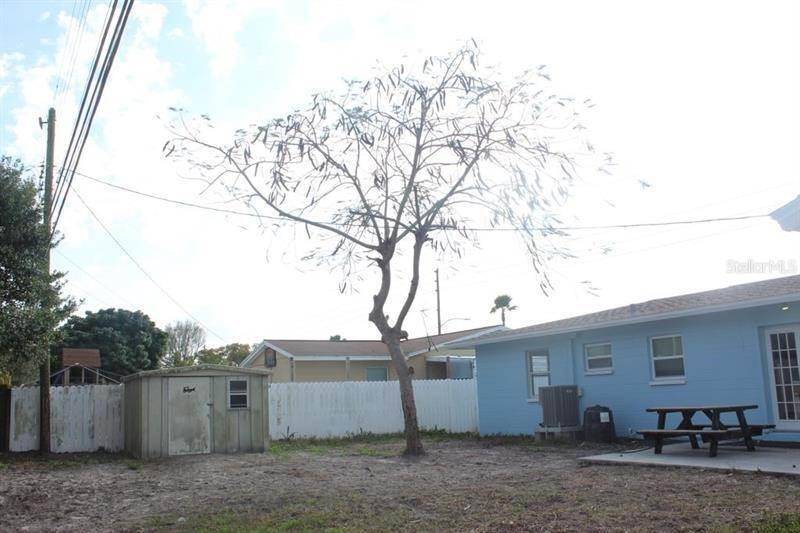 20. Single Family Homes for Sale at 7437 16TH STREET N St. Petersburg, Florida 33702 United States