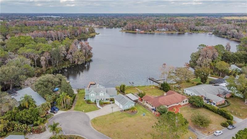 6. Single Family Homes for Sale at 10207 LAKE GROVE DRIVE Odessa, Florida 33556 United States