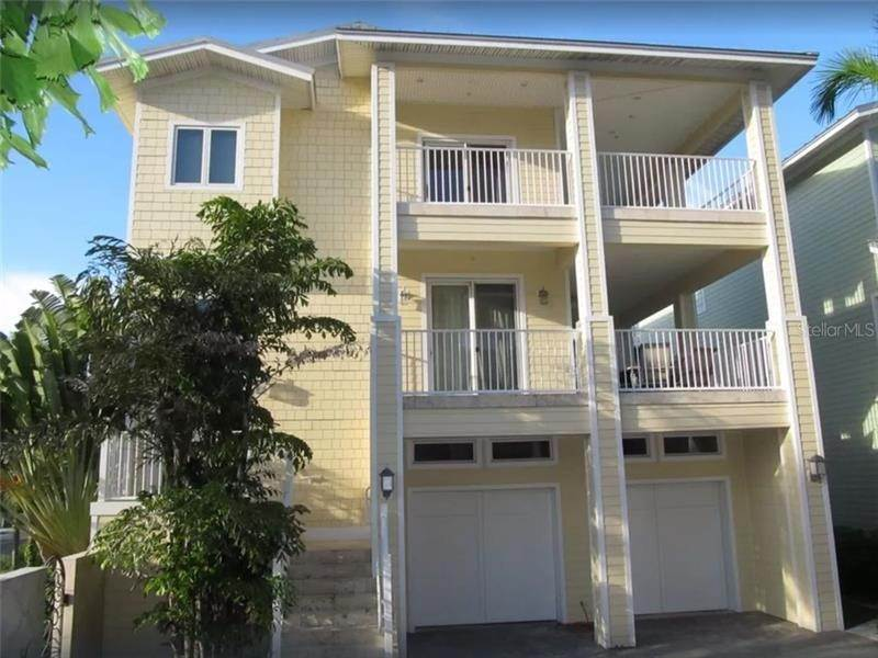 Single Family Homes por un Venta en 2718 GULF BOULEVARD 7 Indian Rocks Beach, Florida 33785 Estados Unidos
