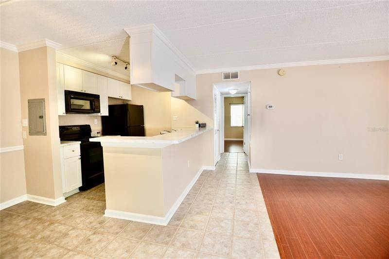 7. Condominiums for Sale at 106 ALAMEDA COURT 137 Tampa, Florida 33609 United States