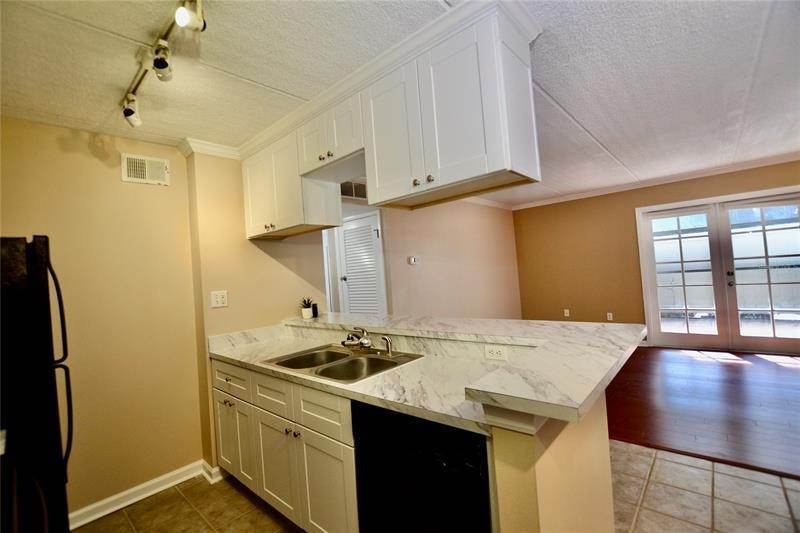 9. Condominiums for Sale at 106 ALAMEDA COURT 137 Tampa, Florida 33609 United States