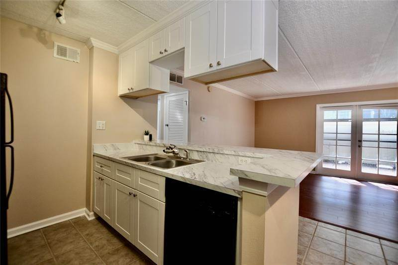 10. Condominiums for Sale at 106 ALAMEDA COURT 137 Tampa, Florida 33609 United States