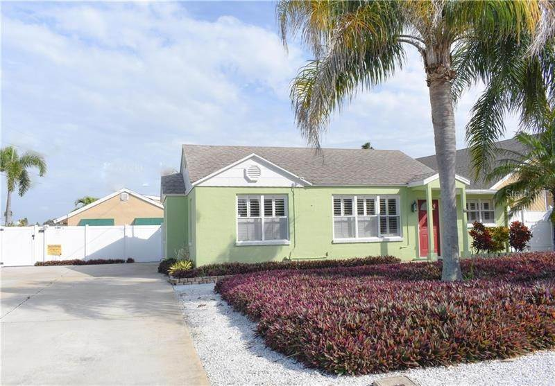 Single Family Homes por un Venta en 1105 BAY PINE BOULEVARD Indian Rocks Beach, Florida 33785 Estados Unidos