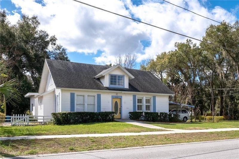 Single Family Homes for Sale at 212 CASSADY STREET Umatilla, Florida 32784 United States