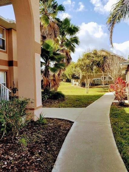 3. Condominiums for Sale at 2670 EMERALD LAKE COURT 2670 Kissimmee, Florida 34744 United States
