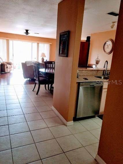 6. Condominiums for Sale at 2670 EMERALD LAKE COURT 2670 Kissimmee, Florida 34744 United States