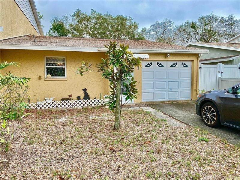 2. Single Family Homes for Sale at 1712 AZALEA COURT B Oldsmar, Florida 34677 United States