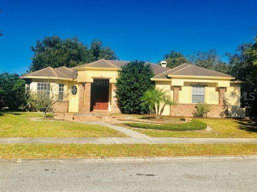 Single Family Homes en 1370 LAKE ROGERS CIRCLE Oviedo, Florida 32765 Estados Unidos