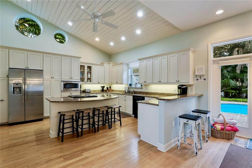 11. Single Family Homes for Sale at 103 75TH STREET Holmes Beach, Florida 34217 United States