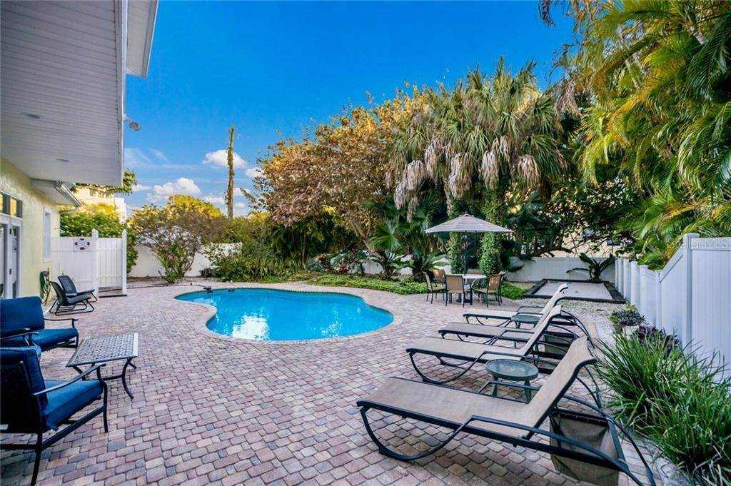 7. Single Family Homes for Sale at 103 75TH STREET Holmes Beach, Florida 34217 United States