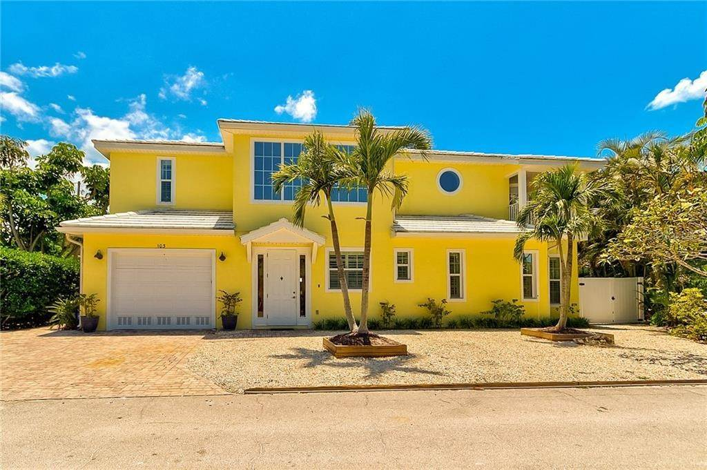 8. Single Family Homes for Sale at 103 75TH STREET Holmes Beach, Florida 34217 United States