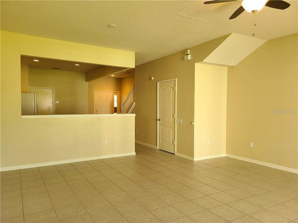 15. townhouses for Sale at 26622 CASTLEVIEW WAY Wesley Chapel, Florida 33544 United States
