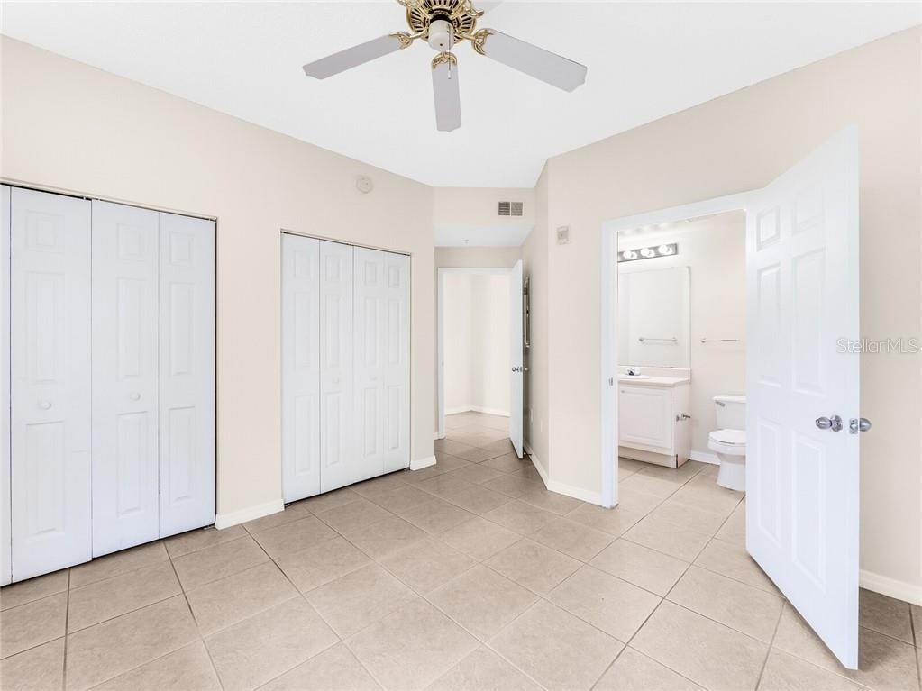 15. Condominiums for Sale at 4990 BARALDI CIRCLE 21-101 Sarasota, Florida 34235 United States