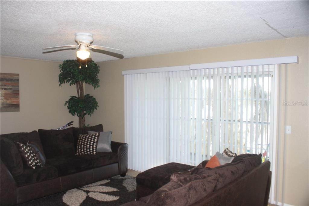 15. Condominiums for Sale at 3942 VERSAILLES DRIVE 3942B Orlando, Florida 32808 United States