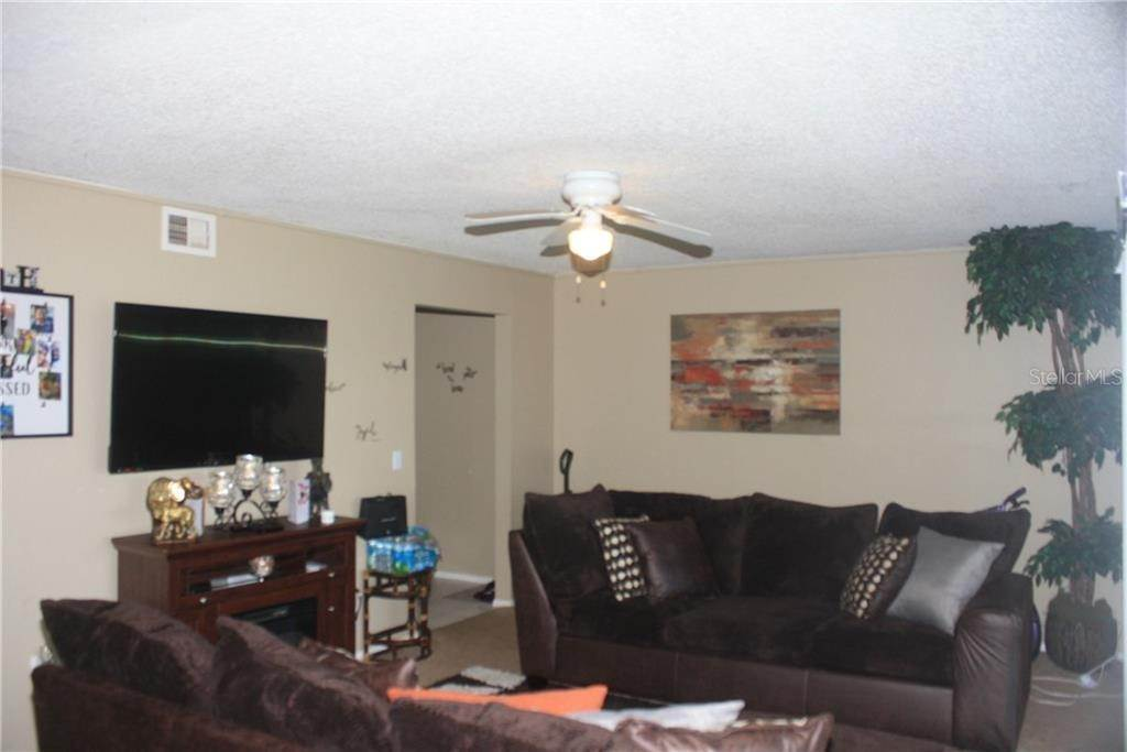4. Condominiums for Sale at 3942 VERSAILLES DRIVE 3942B Orlando, Florida 32808 United States