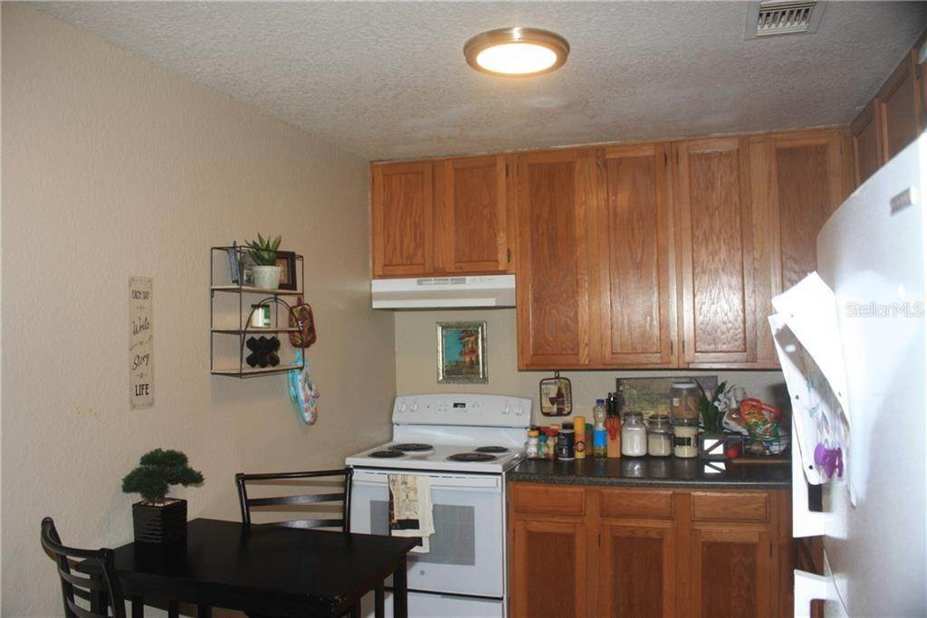 6. Condominiums for Sale at 3942 VERSAILLES DRIVE 3942B Orlando, Florida 32808 United States