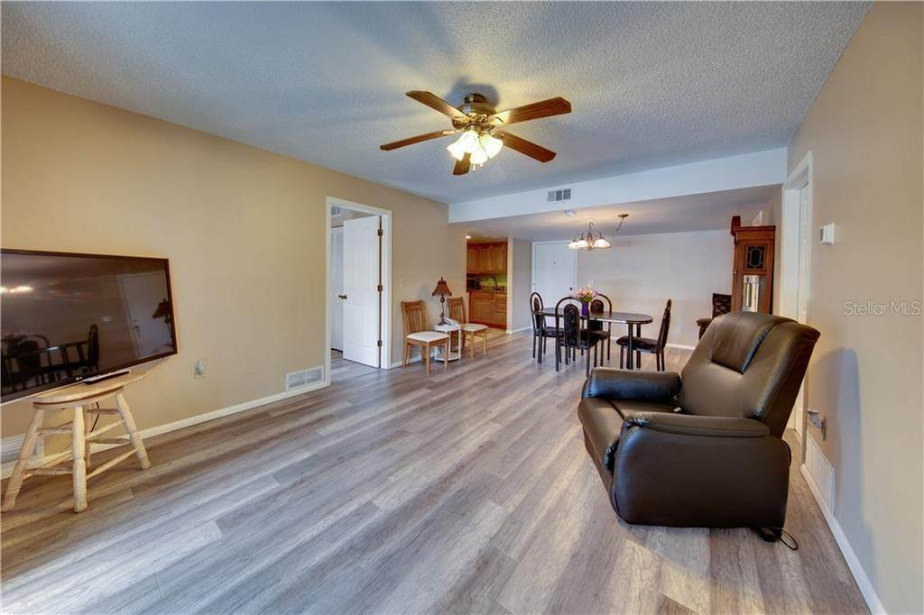 16. Condominiums for Sale at 503 ALBEE FARM ROAD B-1 Venice, Florida 34285 United States