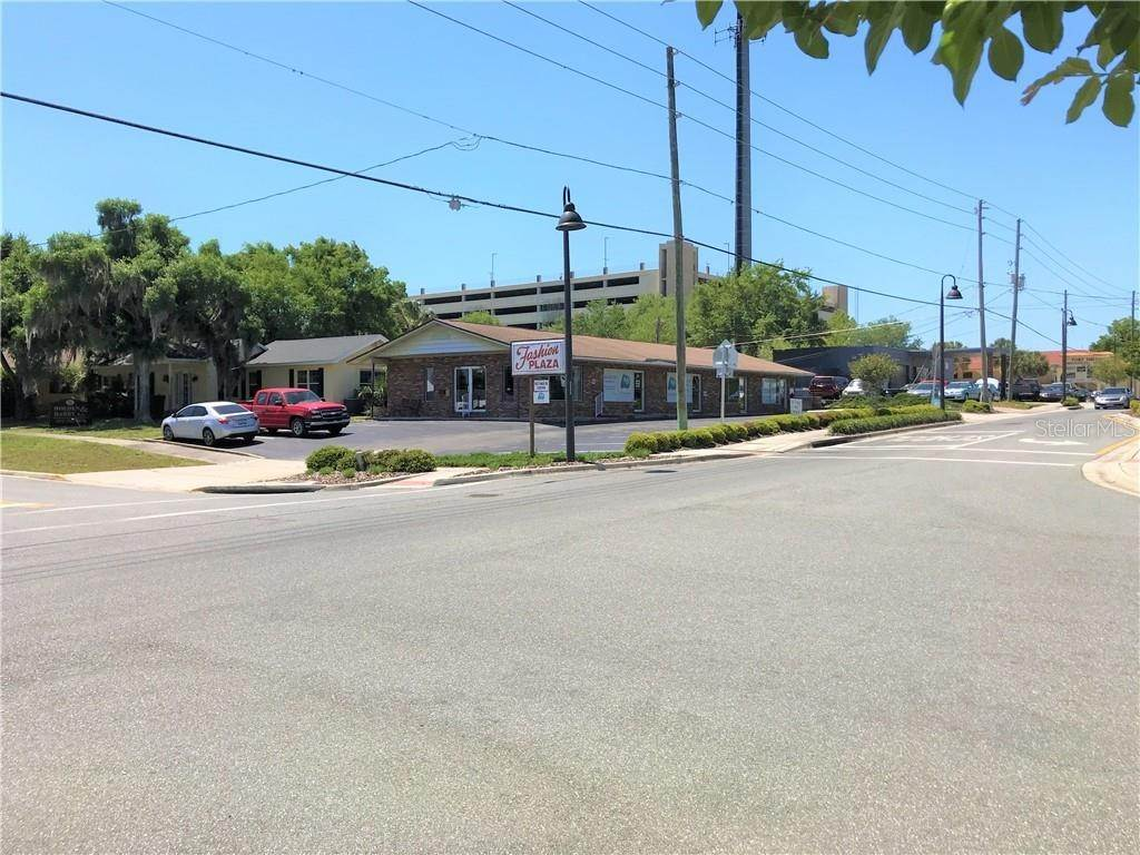 3. Commercial for Sale at 227 N JOANNA AVENUE B Tavares, Florida 32778 United States
