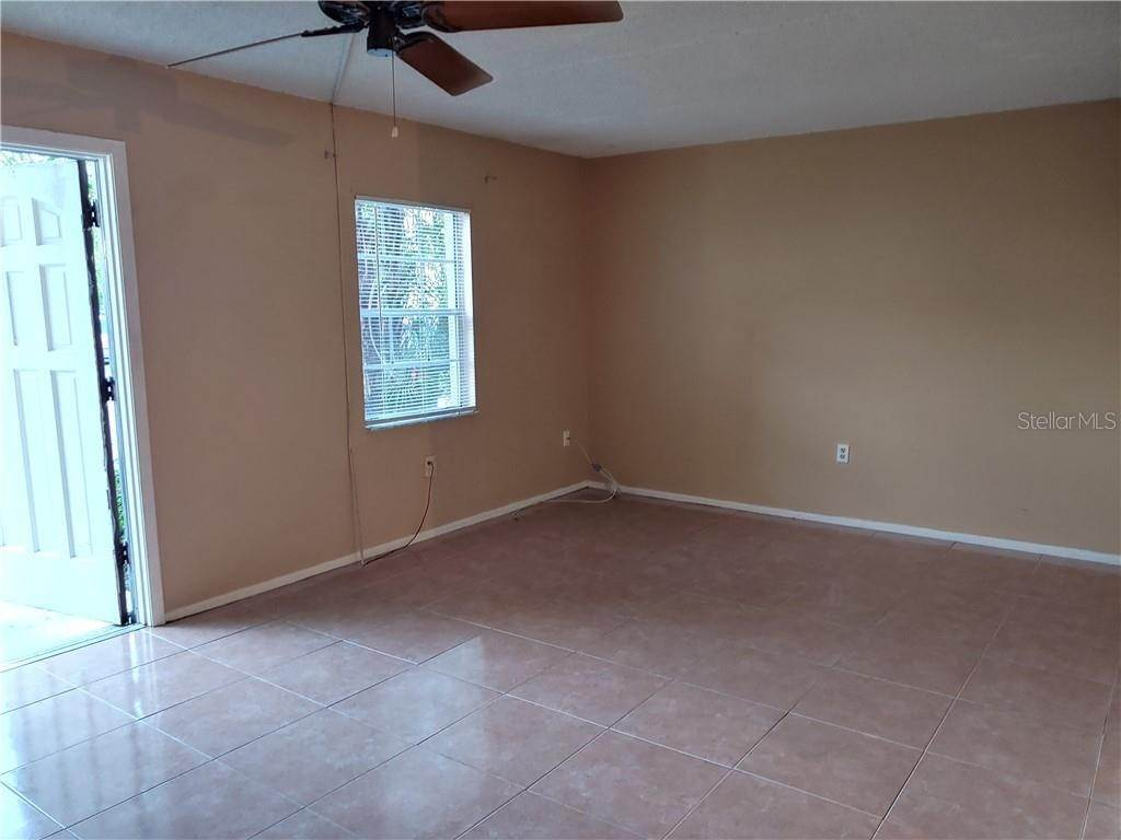 4. Condominiums for Sale at 525 CONWAY ROAD 9 Orlando, Florida 32807 United States
