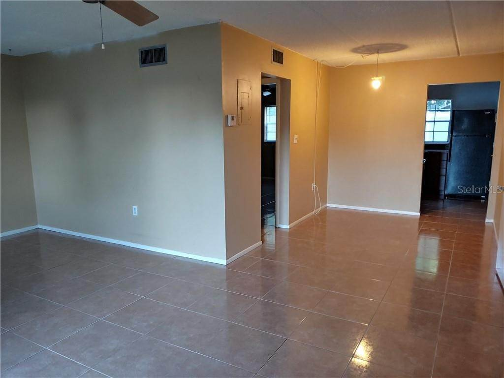 5. Condominiums for Sale at 525 CONWAY ROAD 9 Orlando, Florida 32807 United States