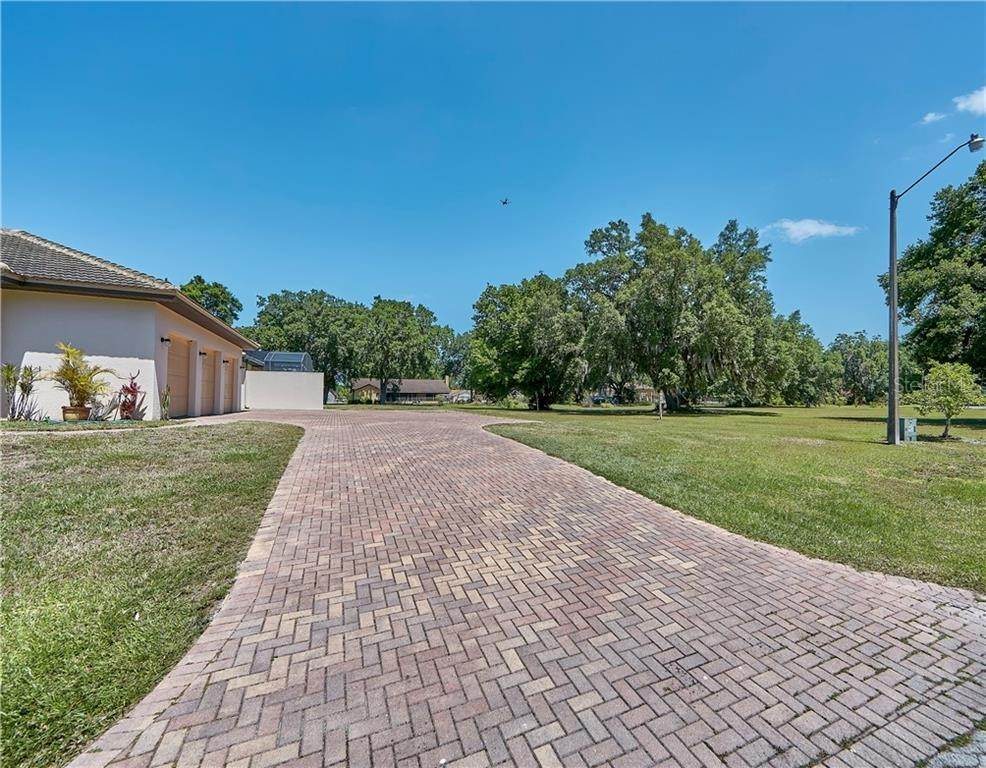 3. Single Family Homes for Sale at 2809 SAND CRANE LANE Kissimmee, Florida 34744 United States