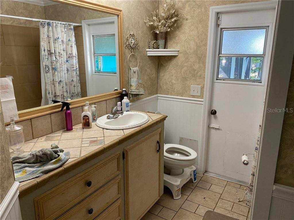 9. Single Family Homes for Sale at 550 SW LACROIX AVENUE Port St. Lucie, Florida 34953 United States