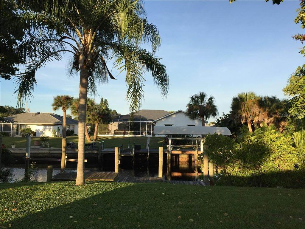 19. Single Family Homes for Sale at 4390 MUNDELLA CIRCLE Port Charlotte, Florida 33948 United States