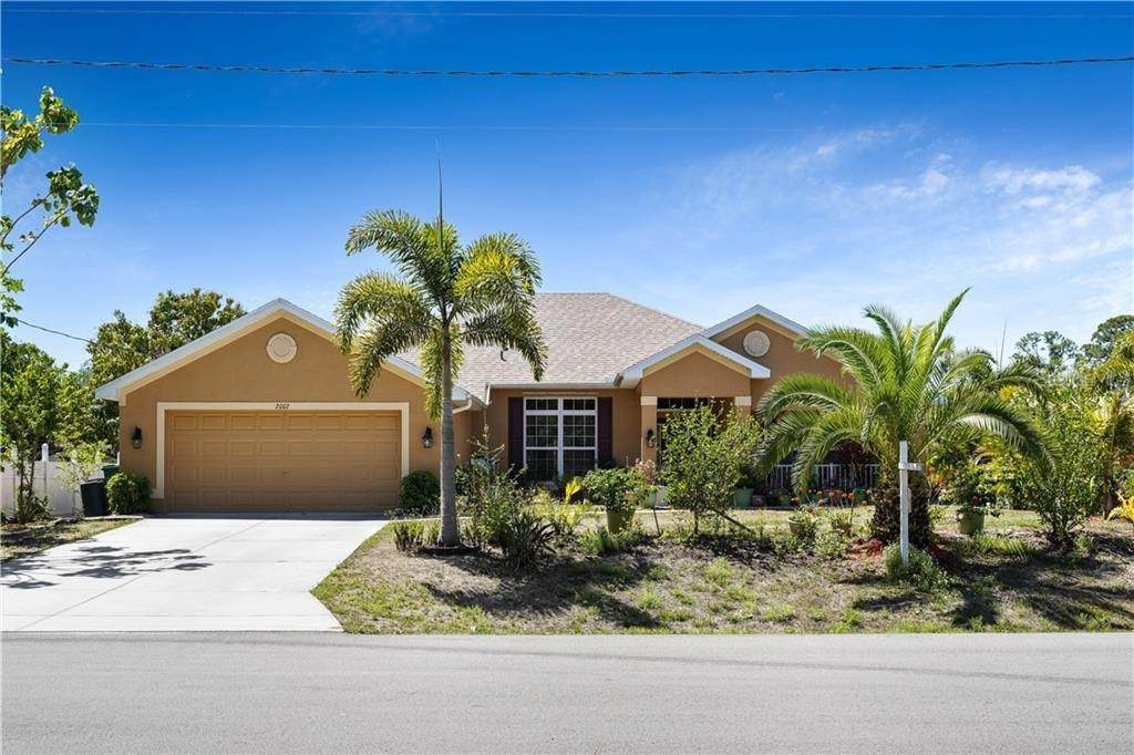 2. Single Family Homes for Sale at 2007 BENDWAY DRIVE Port Charlotte, Florida 33948 United States