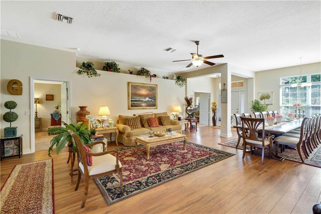 19. Single Family Homes for Sale at 2007 BENDWAY DRIVE Port Charlotte, Florida 33948 United States