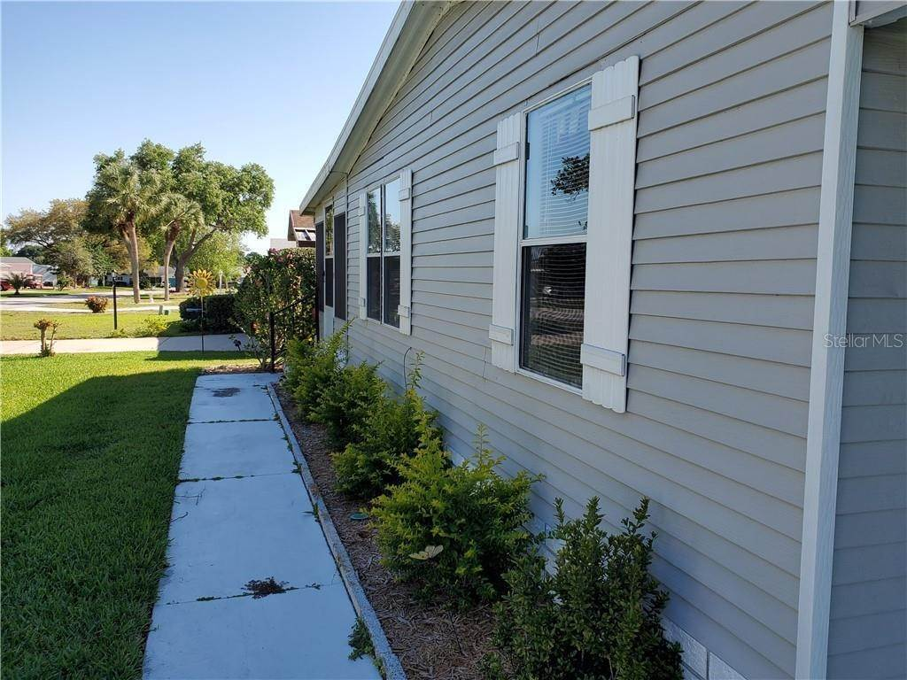20. Manufactured Home for Sale at 25109 BARROW HILL Leesburg, Florida 34748 United States