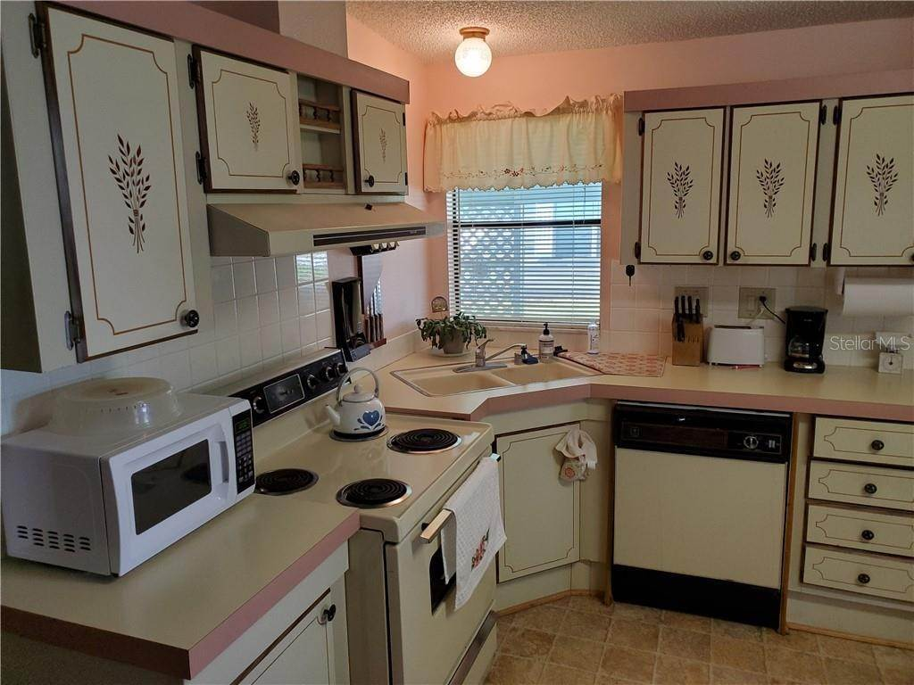 5. Manufactured Home for Sale at 25109 BARROW HILL Leesburg, Florida 34748 United States