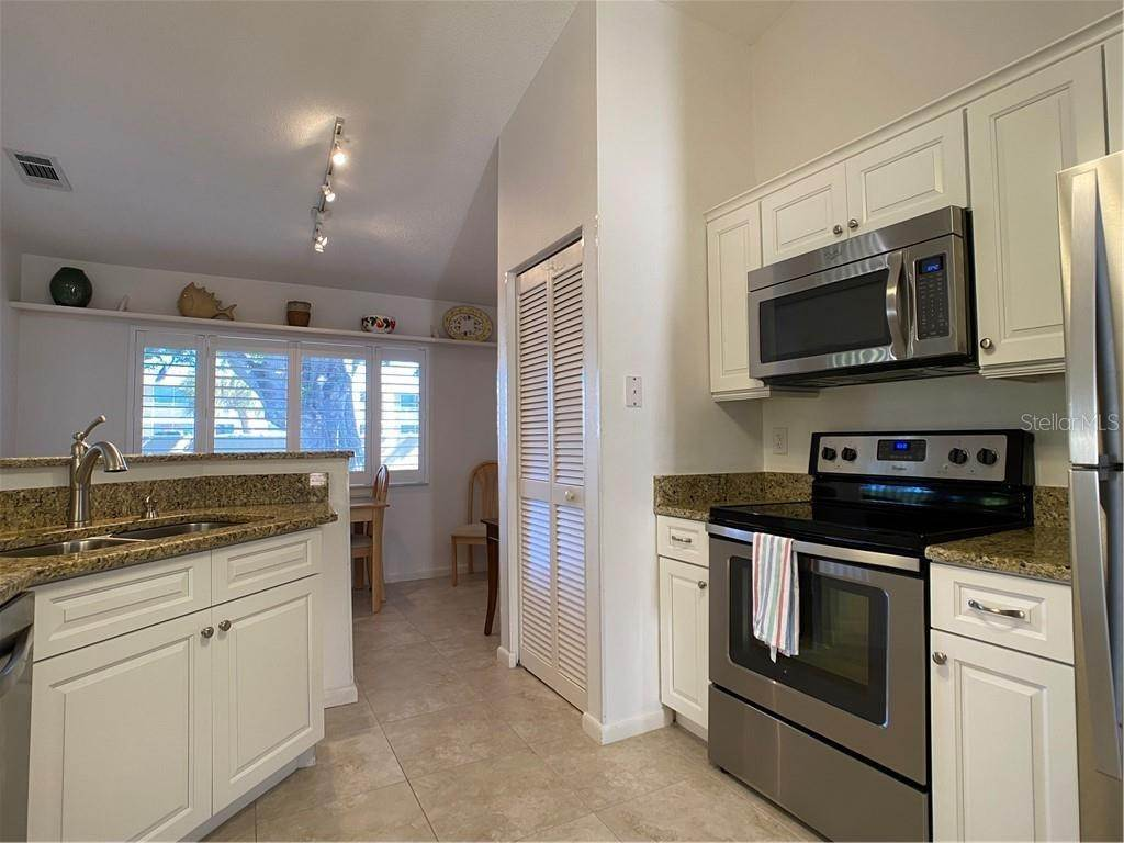 13. Condominiums for Sale at 602 TYSON TERRACE 2 Venice, Florida 34285 United States