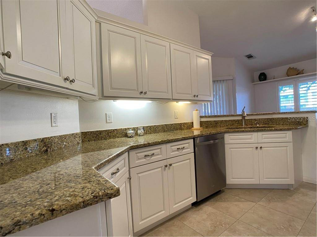 10. Condominiums for Sale at 602 TYSON TERRACE 2 Venice, Florida 34285 United States
