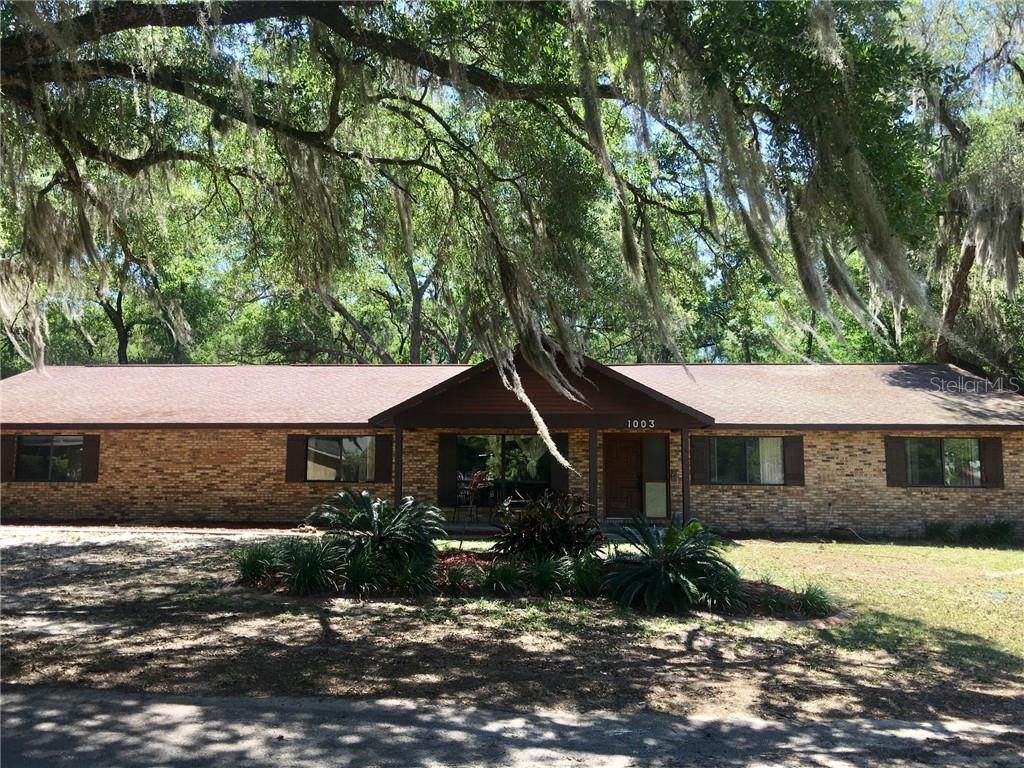 Single Family Homes for Sale at 1003 HILLTOP STREET Fruitland Park, Florida 34731 United States