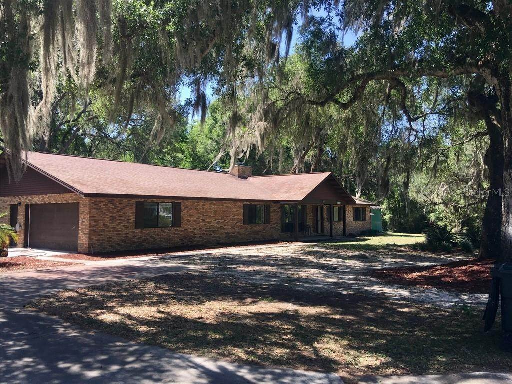 17. Single Family Homes for Sale at 1003 HILLTOP STREET Fruitland Park, Florida 34731 United States