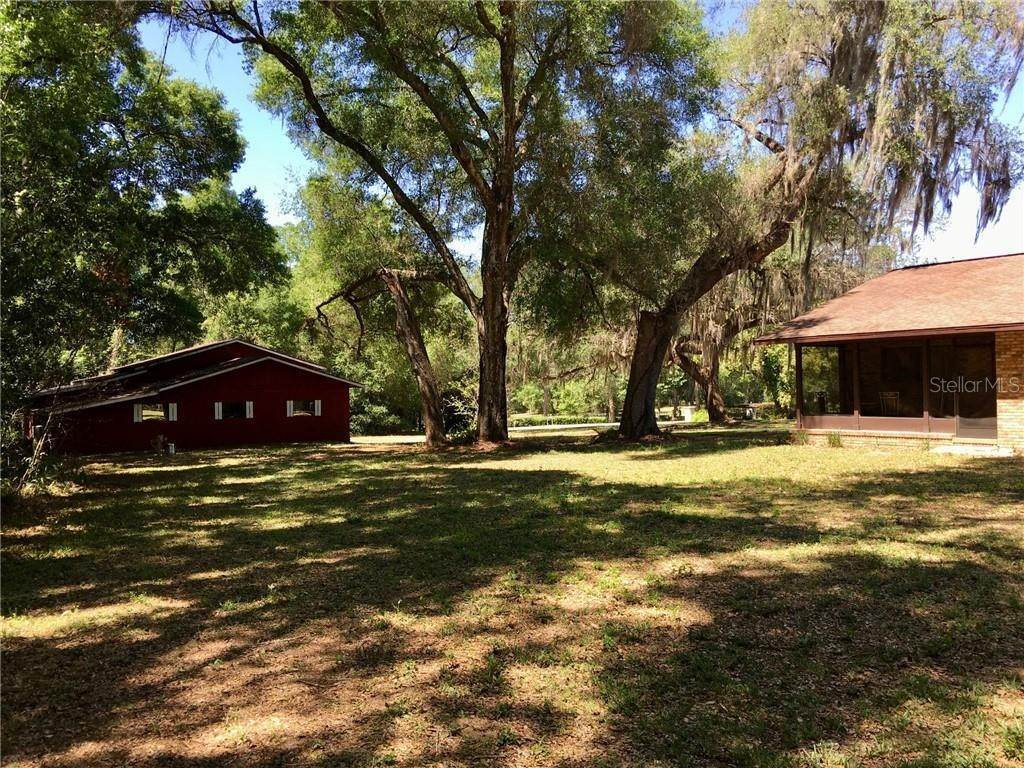 10. Single Family Homes for Sale at 1003 HILLTOP STREET Fruitland Park, Florida 34731 United States