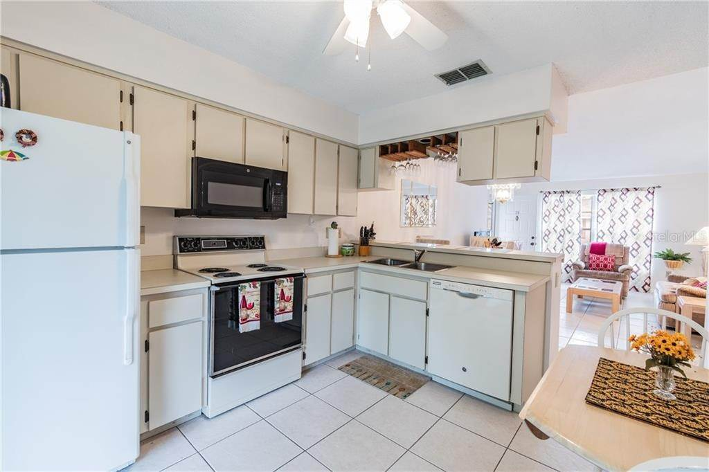 7. Condominiums for Sale at 4916 SUNNYBROOK DRIVE 24 New Port Richey, Florida 34653 United States