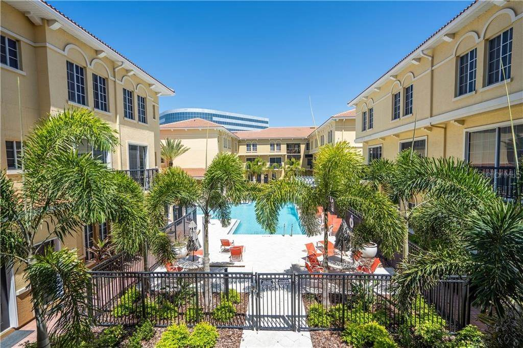 townhouses for Sale at 141 GRAND BEACH PLACE Tampa, Florida 33609 United States