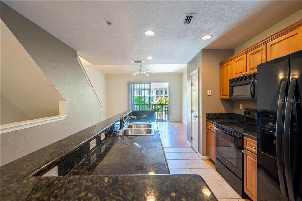 15. townhouses for Sale at 141 GRAND BEACH PLACE Tampa, Florida 33609 United States