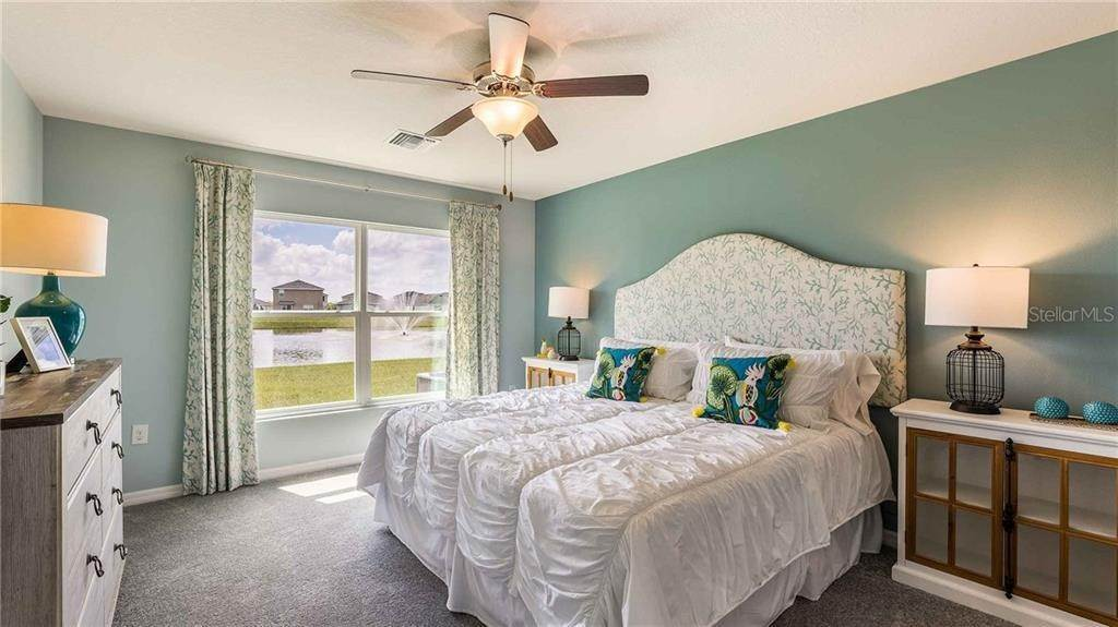 11. Single Family Homes for Sale at 1341 OCEAN SPRAY DRIVE NW Ruskin, Florida 33570 United States