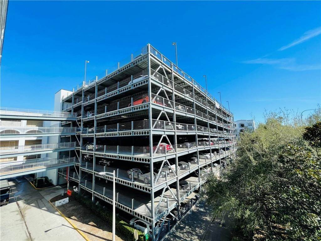 4. Condominiums for Sale at 202 E SOUTH STREET 2042 Orlando, Florida 32801 United States
