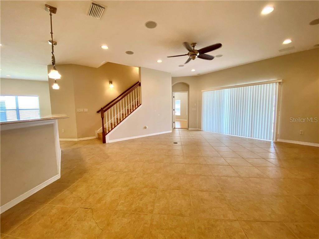 5. Single Family Homes for Sale at 1708 MIRA LAGO CIRCLE Ruskin, Florida 33570 United States