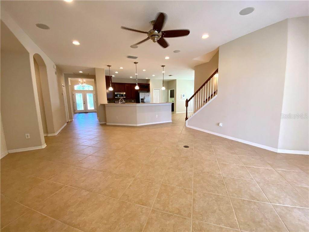 6. Single Family Homes for Sale at 1708 MIRA LAGO CIRCLE Ruskin, Florida 33570 United States