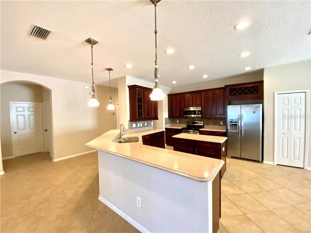 7. Single Family Homes for Sale at 1708 MIRA LAGO CIRCLE Ruskin, Florida 33570 United States