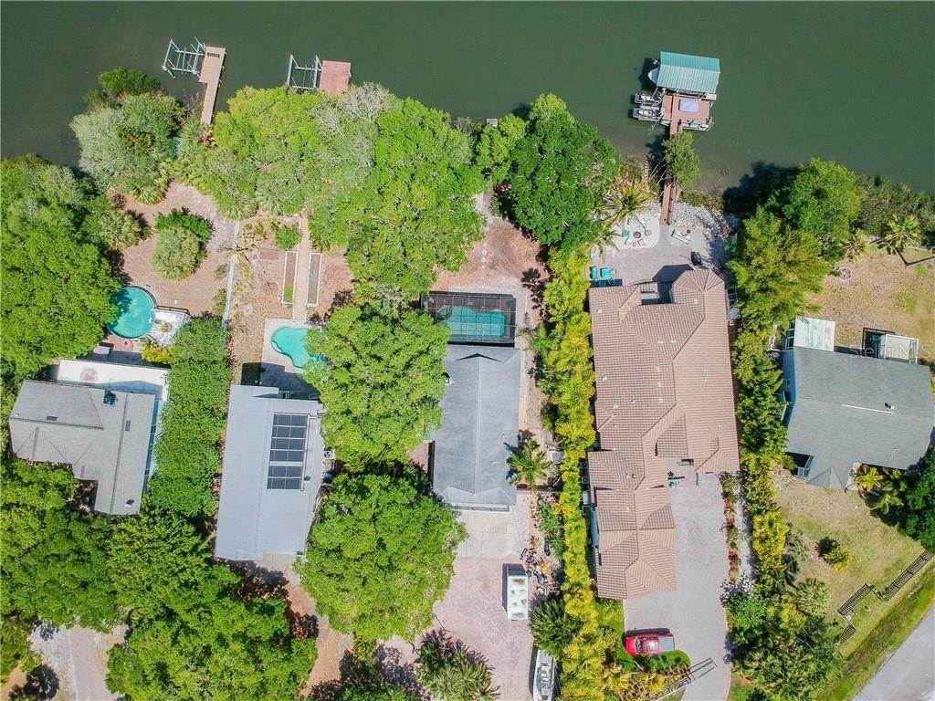 5. Single Family Homes for Sale at 3838 SHORE BOULEVARD Oldsmar, Florida 34677 United States
