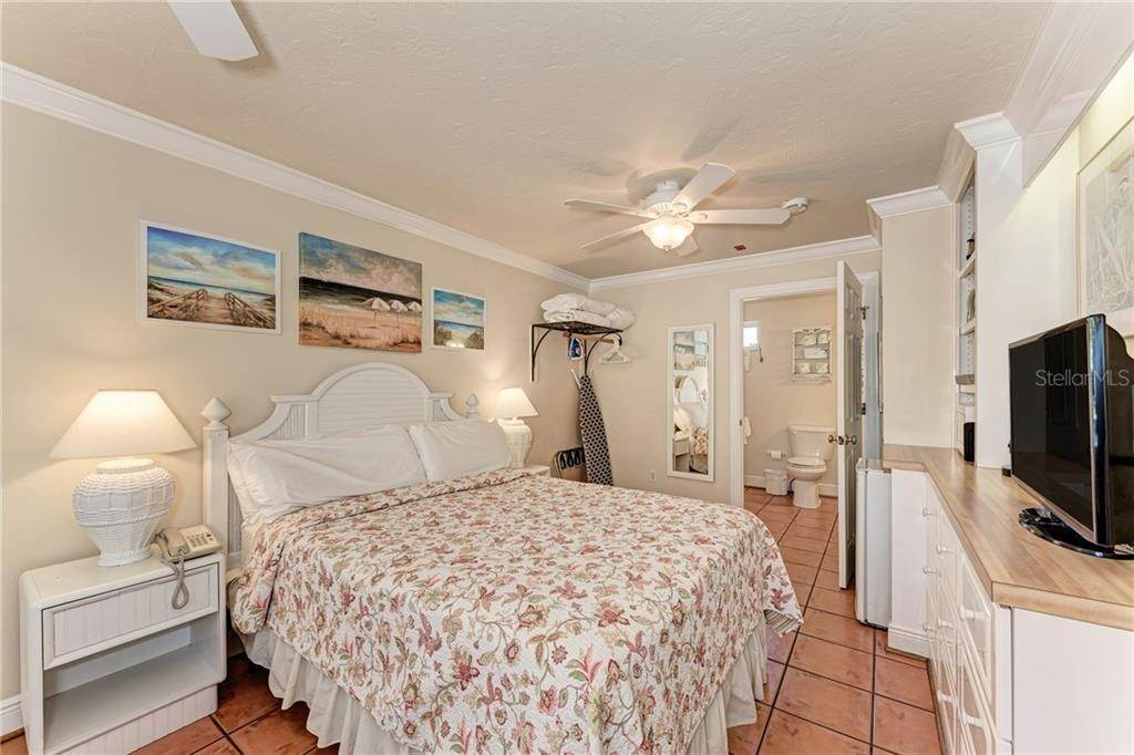 19. Condominiums for Sale at 1325 GULF DR N 246 Bradenton Beach, Florida 34217 United States