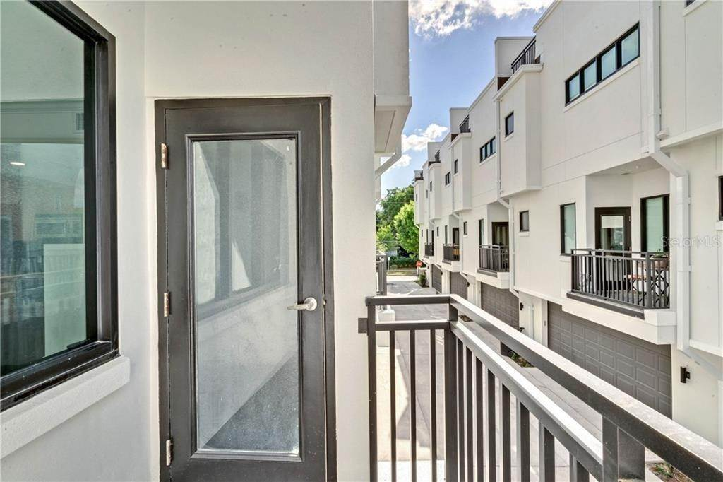 11. Condominiums for Sale at 460 E JACKSON STREET 2 Orlando, Florida 32801 United States