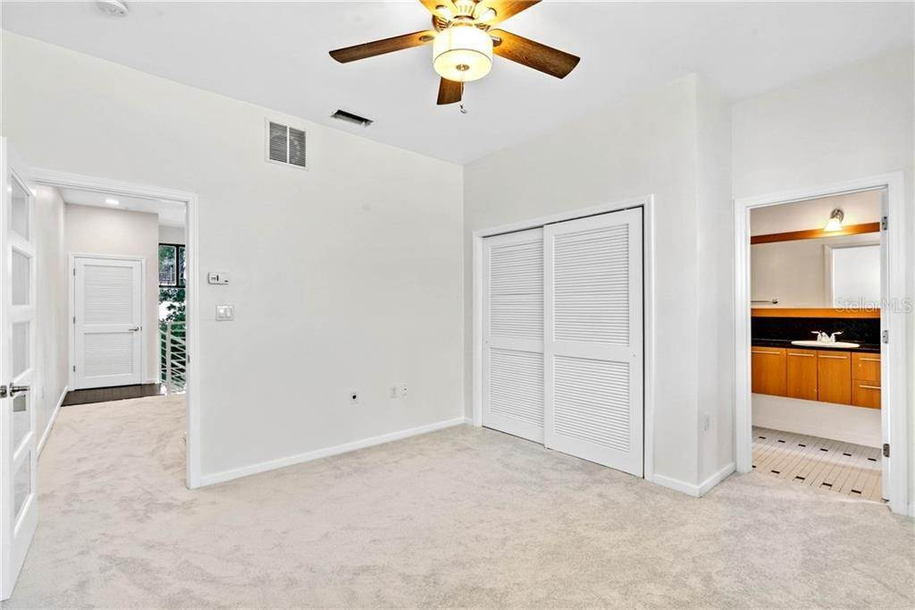 15. Condominiums for Sale at 460 E JACKSON STREET 2 Orlando, Florida 32801 United States