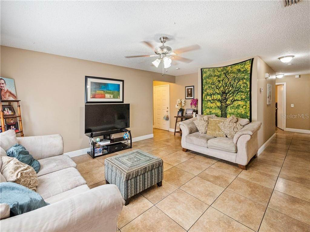 17. Single Family Homes for Sale at 11331 CARDIFF DRIVE Orlando, Florida 32837 United States